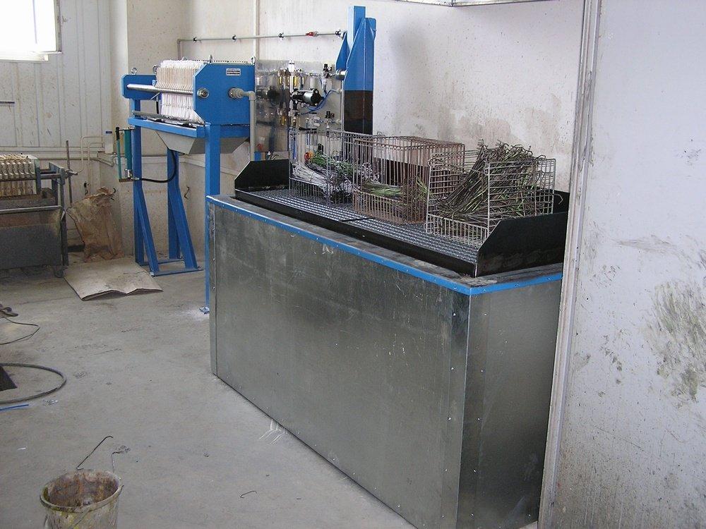 Varnish remover equipment<br />&lt;!--[endif]--&gt;CONTEG Pelhrimov varnish remover equipment with lifting gridiron.